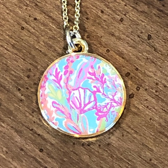 NWOT Lilly Pulitzer Coral Pendant Necklace